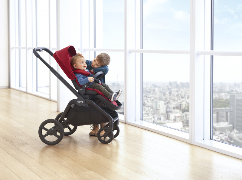 lifestyle-celona-with-seat-unit-select-garnet-red-brothers-stroller-recaro-kids