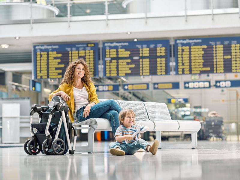 lifestyle-sadena-prime-sky-blue-airport-folded-stroller-recaro-kids-WEB