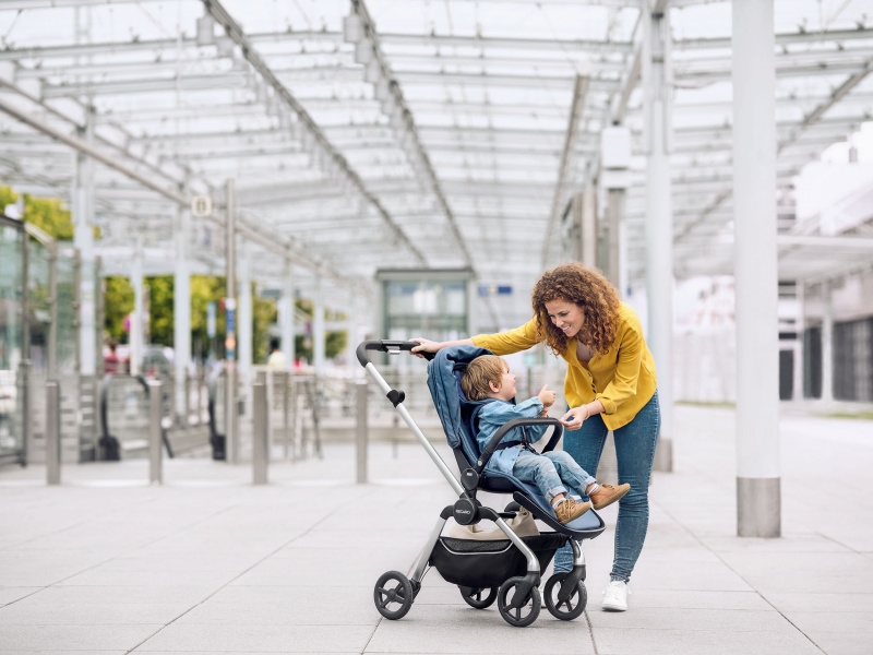 lifestyle-sadena-prime-sky-blue-airport-stroller-recaro-kids-WEB