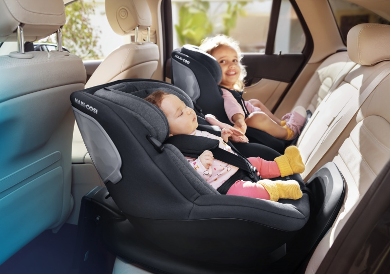 MC8511_2020_Maxicosi_carseat_Mica_Lifestyle_Summer_babyandtoddlerrearwardposition_Landscape_RGB